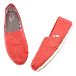 Toms Classic 9.5 Grapefruit Orange Loafers Flats